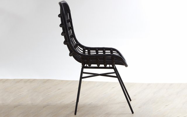 Quill-Curved-Black-Chair-with-Iron-Legs-Side-View